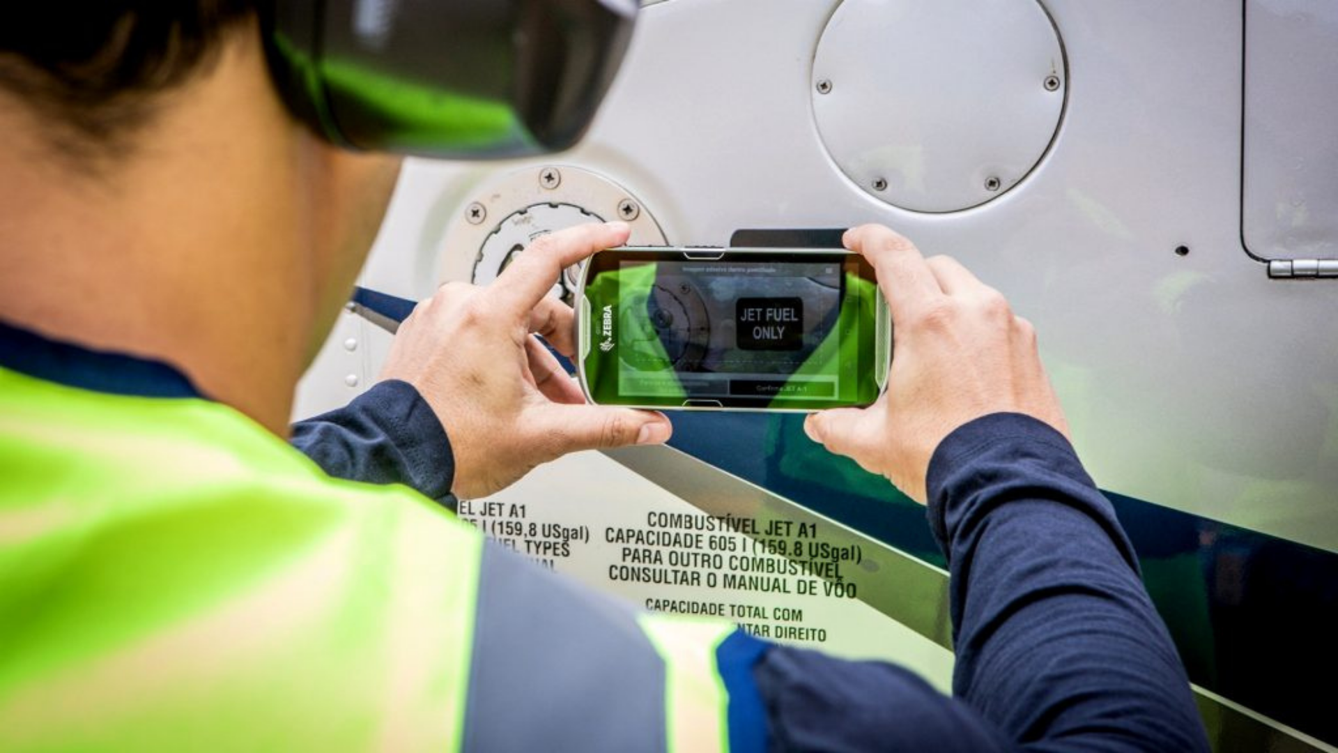 AR-enabled solution for aircraft safe refuelling
